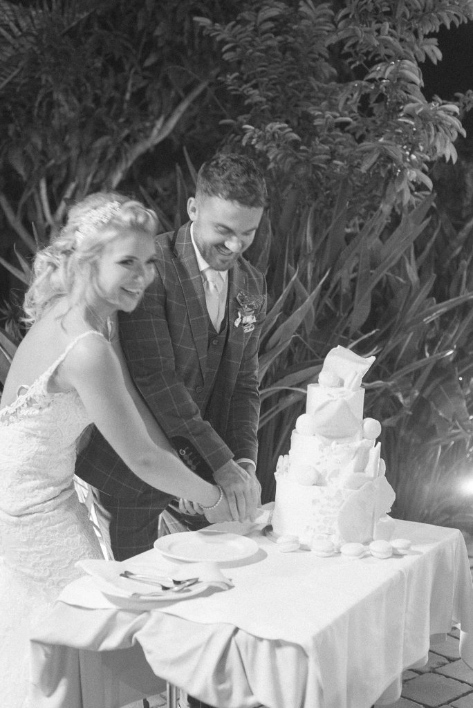 cutting wedding cake Tenerife