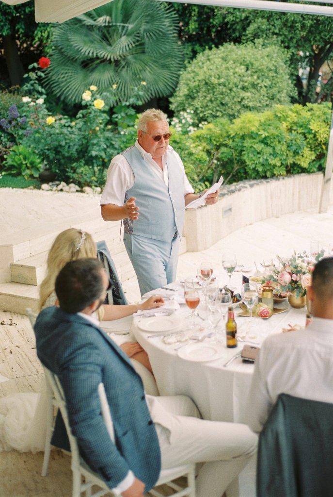 photographer on private villa wedding