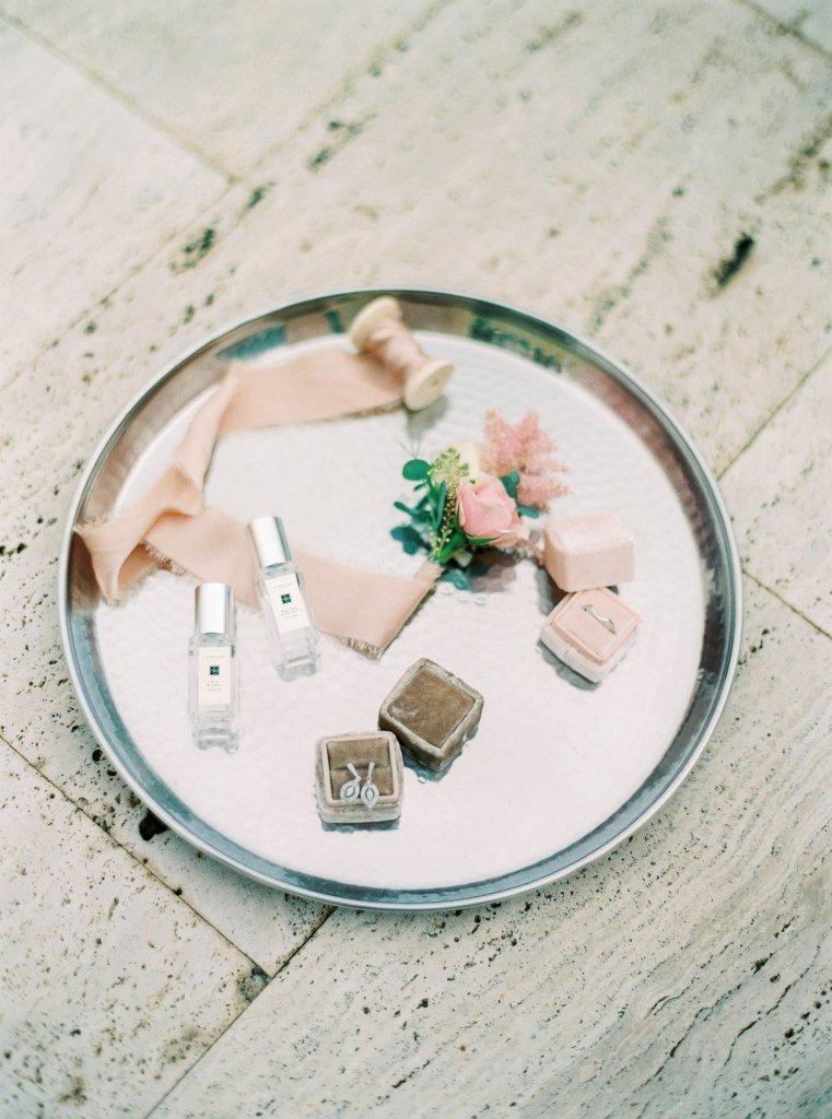 wedding details, silk ribbon, velvet ring box, photographer in Italy